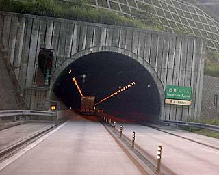 新居浜探訪記【道路編】付録 「松山道対面交通トンネルず」 【松山自動車道、下り線、対面交通トンネ